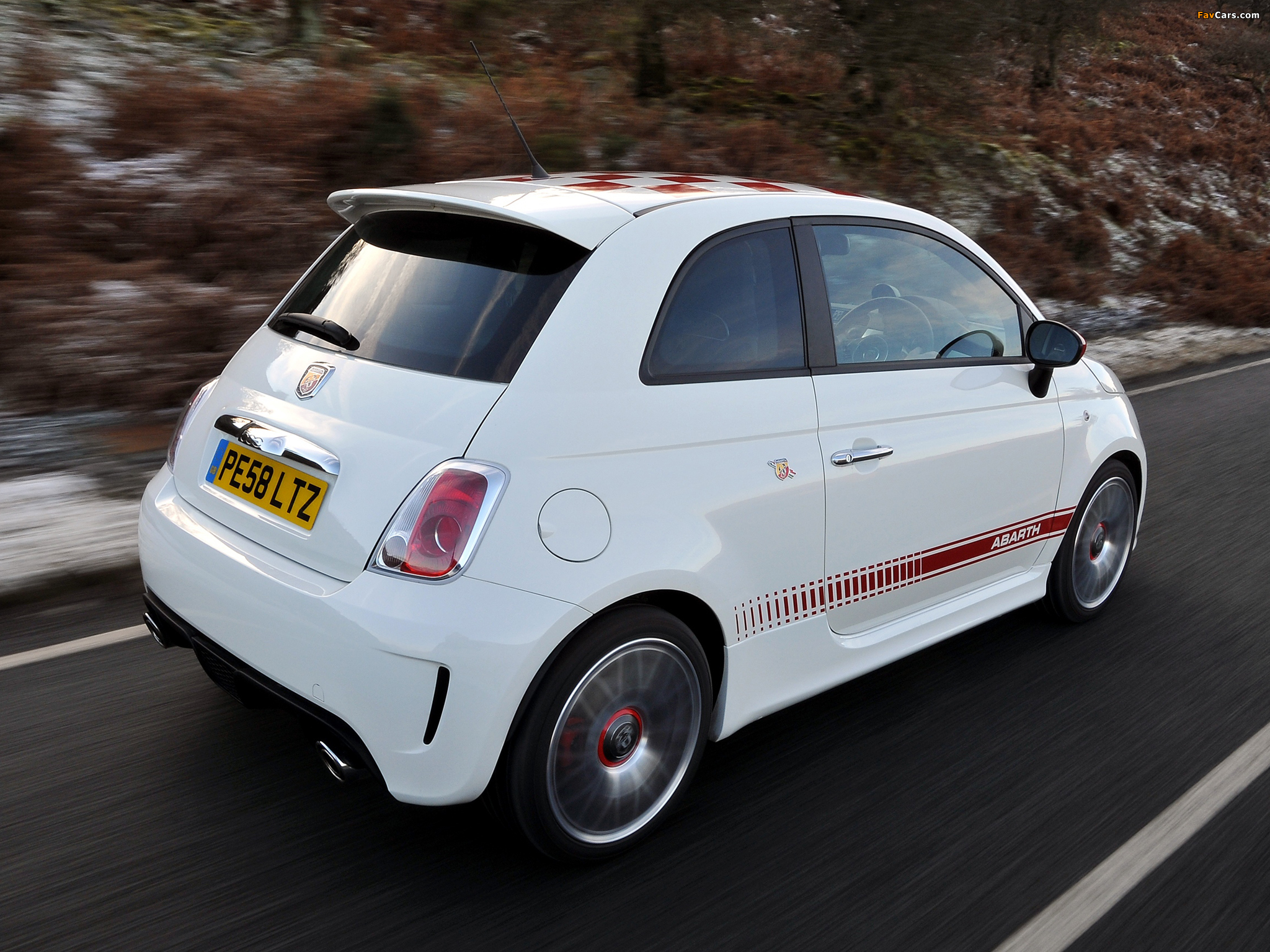 Abarth 500 Uk Spec 2009 Images 2048x1536