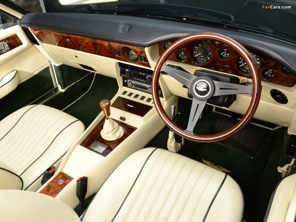 1977 aston martin v8 vantage o 1965 ford mustang forocoches. Black Bedroom Furniture Sets. Home Design Ideas