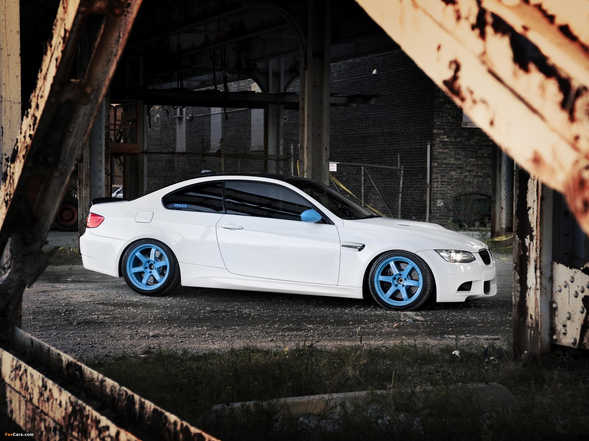серо-белая BMW  № 477616 загрузить