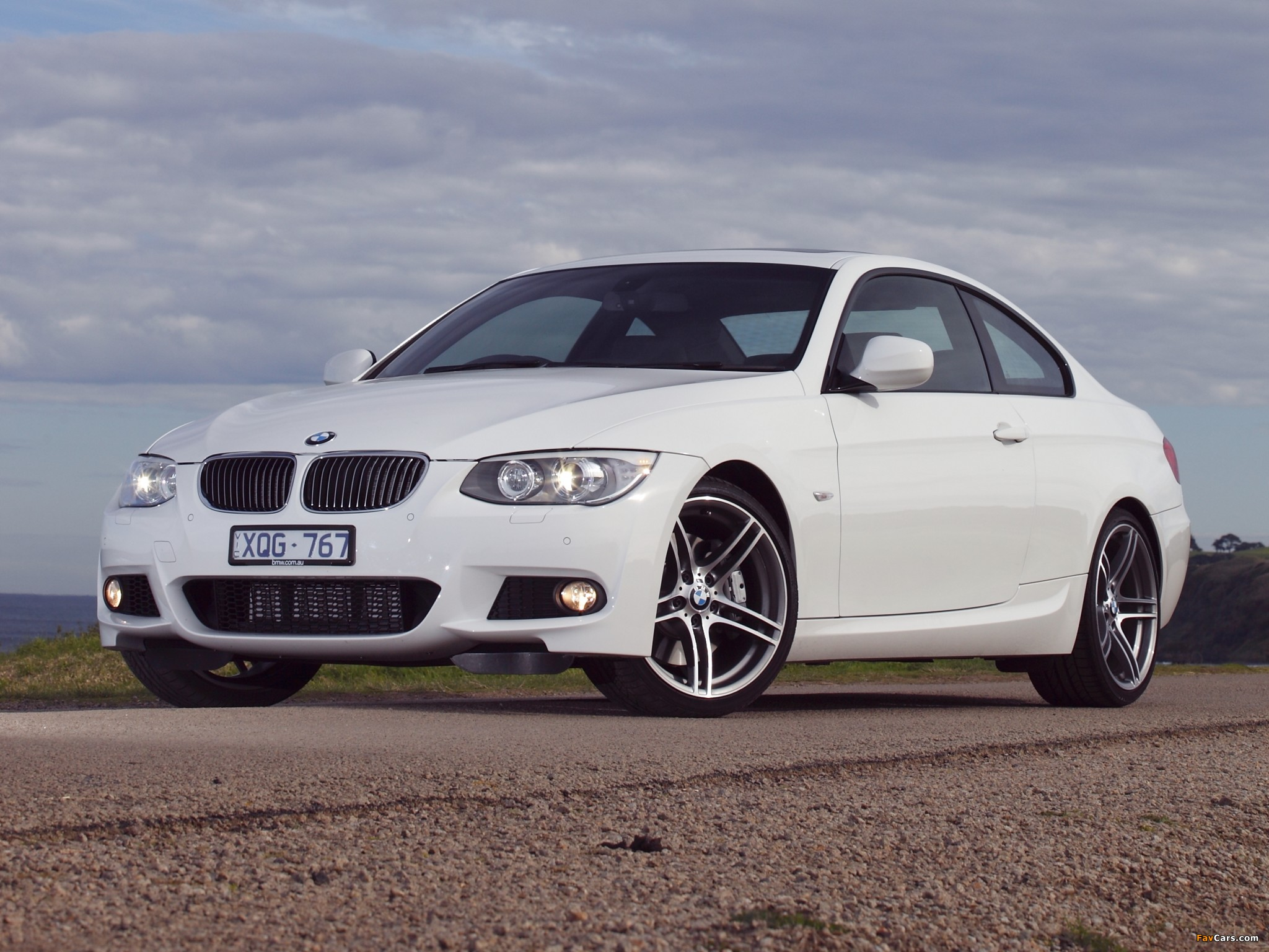Pictures of BMW 335i Coupe M Sports Package AU-spec (E92) 2010 (2048 x 1536)
