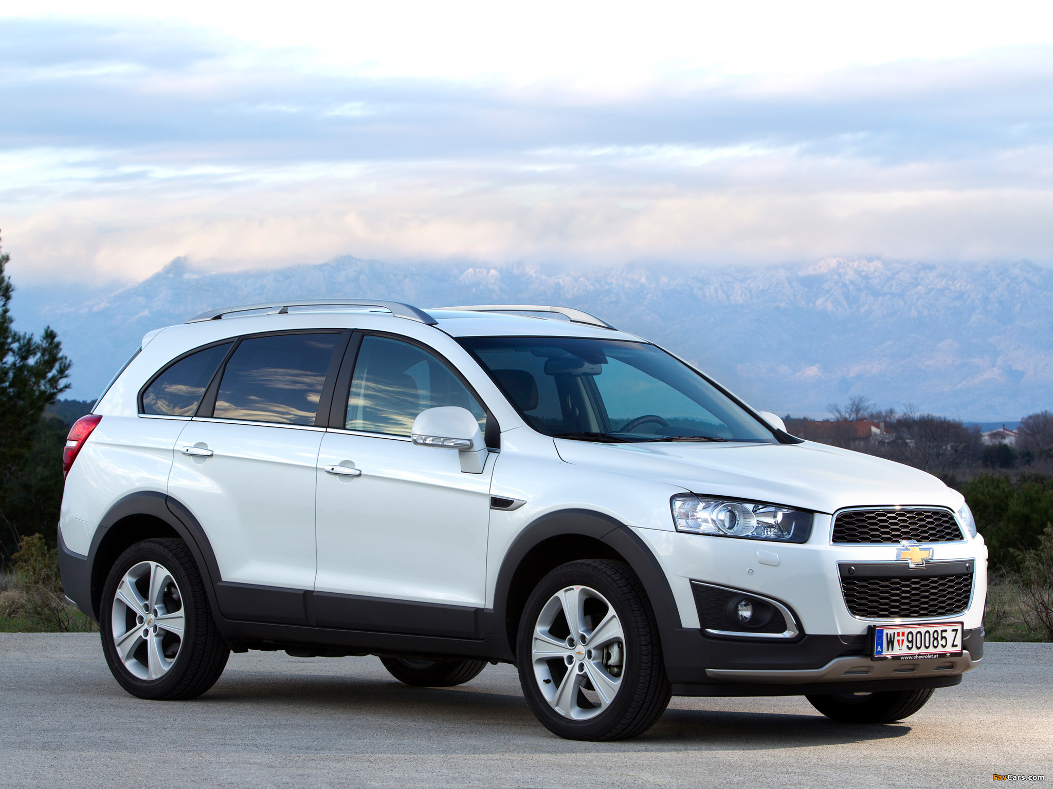 Chevrolet Captiva 2013 wallpapers (2048x1536)