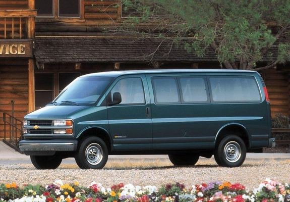 Chevrolet Express 1996–2002 wallpapers (1024x768)