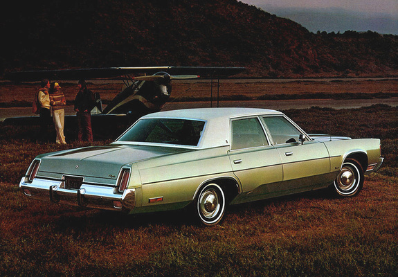 Chrysler Newport Sedan 1976 images (800x600)