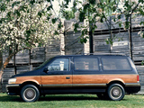 Chrysler Town & Country 1991–96 wallpapers