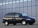 Chrysler Town & Country 2004–07 wallpapers