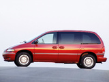 Chrysler Town & Country 1995–97 photos