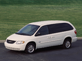 Chrysler Town & Country 2000–04 images
