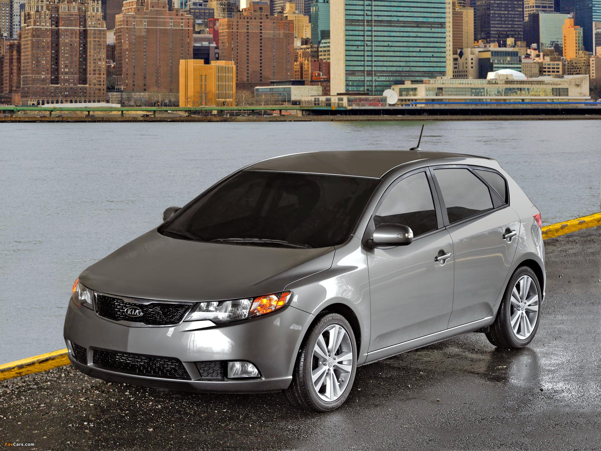 Pictures of Kia Forte 5-door (TD) 2010 (2048 x 1536)