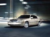 Lincoln Town Car 2003–11 images