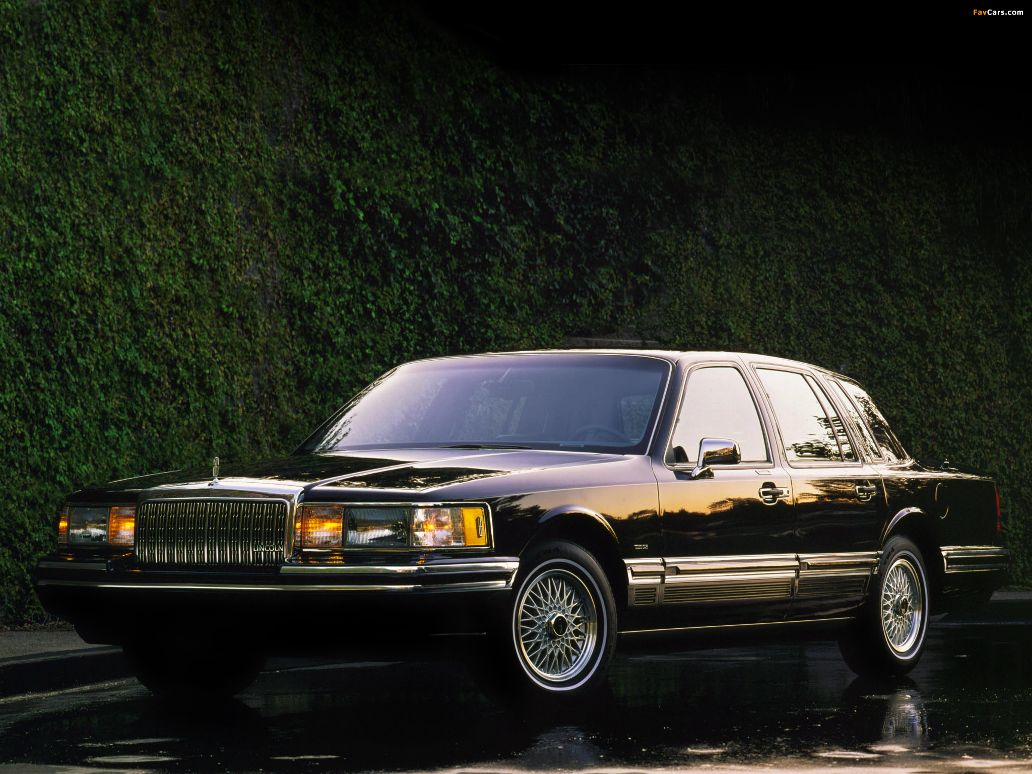 photos of lincoln town car 1992 94 2048x1536. Black Bedroom Furniture Sets. Home Design Ideas