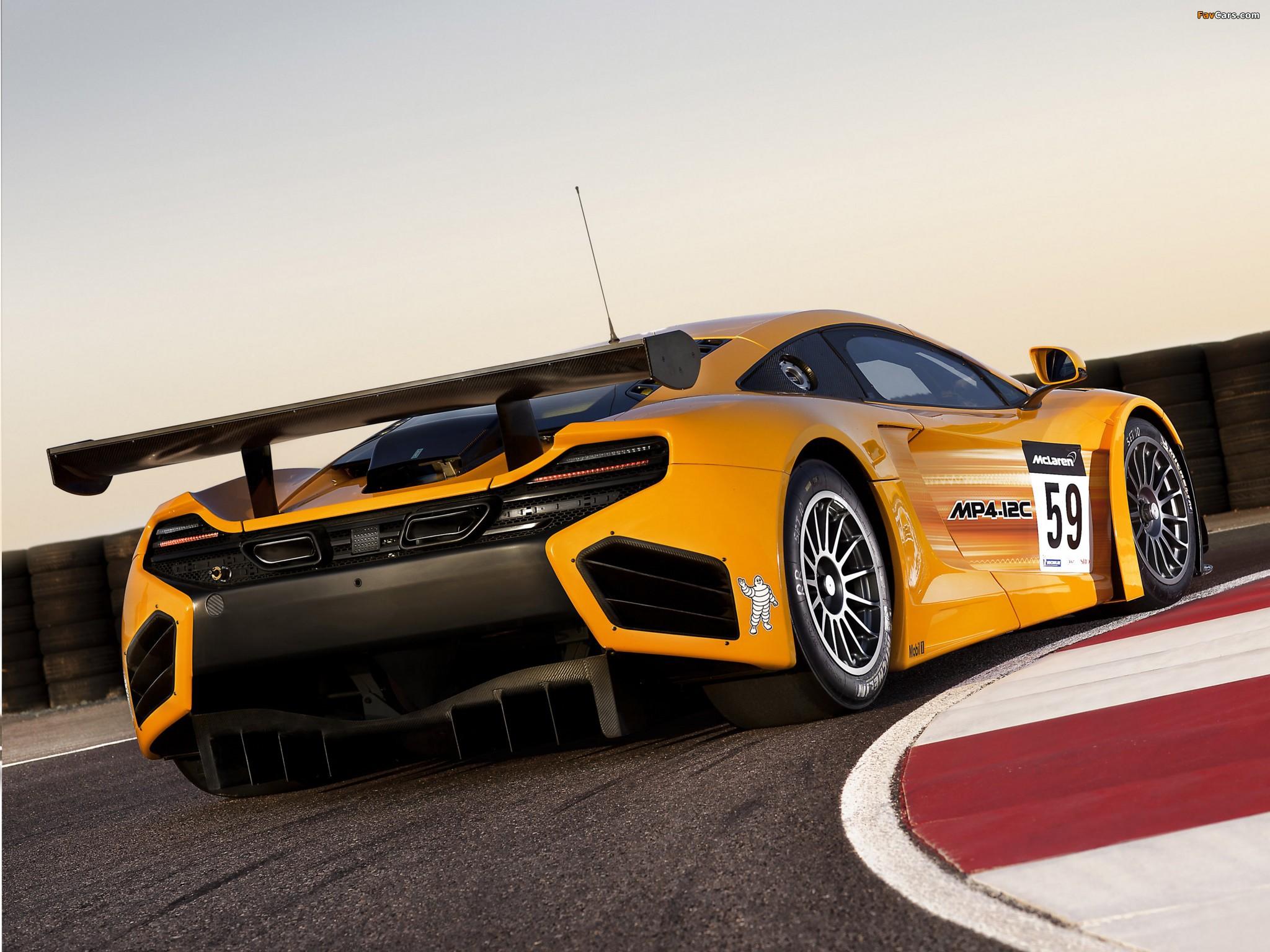 желтый спортивный автомобиль McLaren MP4 12C GT3  № 667607 бесплатно