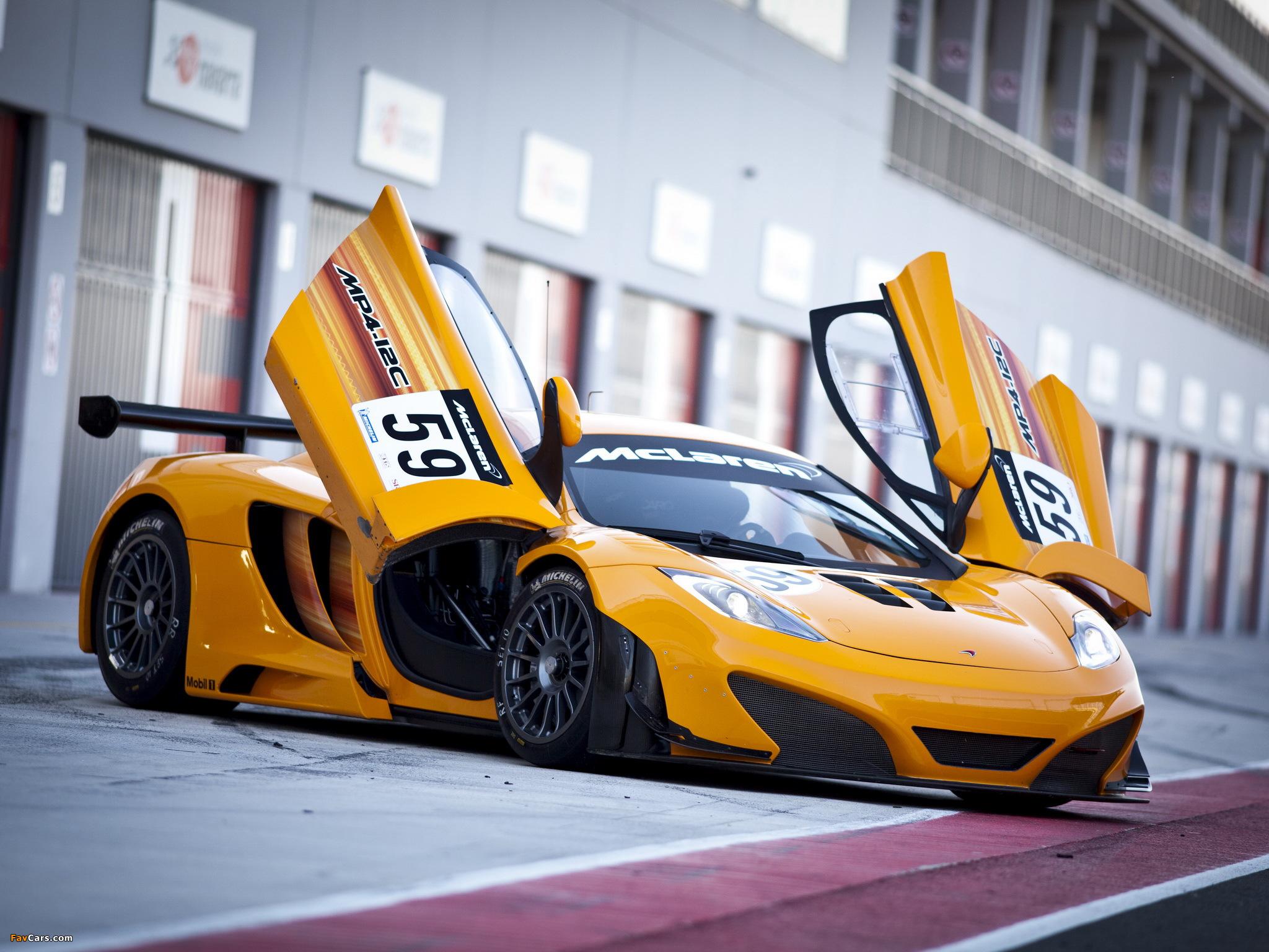желтый спортивный автомобиль McLaren MP4 12C GT3  № 667587 без смс