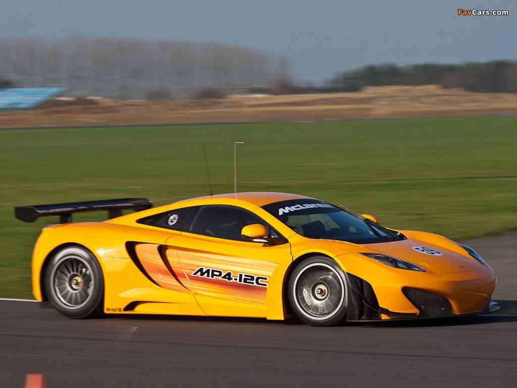 желтый спортивный автомобиль McLaren MP4 12C GT3  № 667599 бесплатно