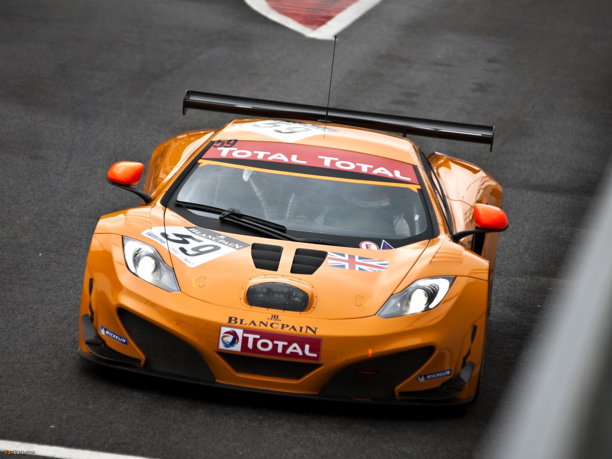 желтый спортивный автомобиль McLaren MP4 12C GT3  № 667677 бесплатно