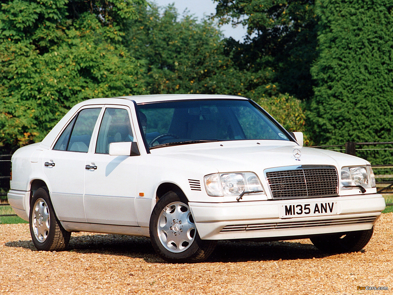 Mercedes benz e 300 turbodiesel uk spec w124 1993 95 for Mercedes benz e300 diesel