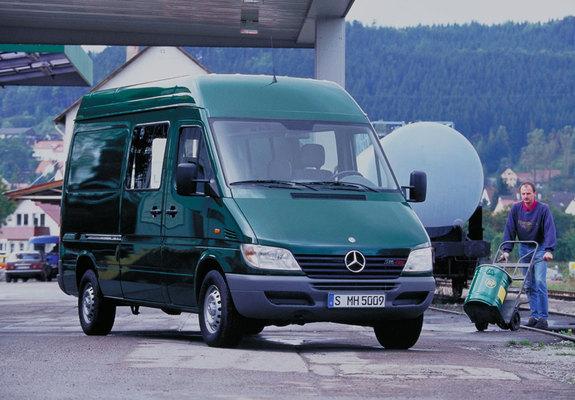Mercedes Benz Sprinter Van 2000 06 Photos 640x480