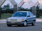 Pictures of Mitsubishi Lancer Sedan 1988–91