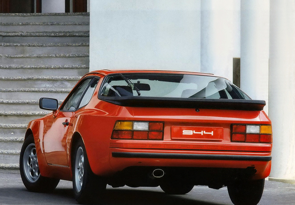Photos of Porsche 944 Coupe 1982–