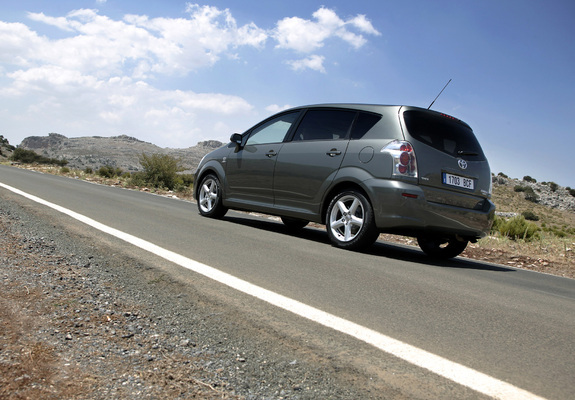 Pictures Of Toyota Corolla Verso 2004 09 1024x768