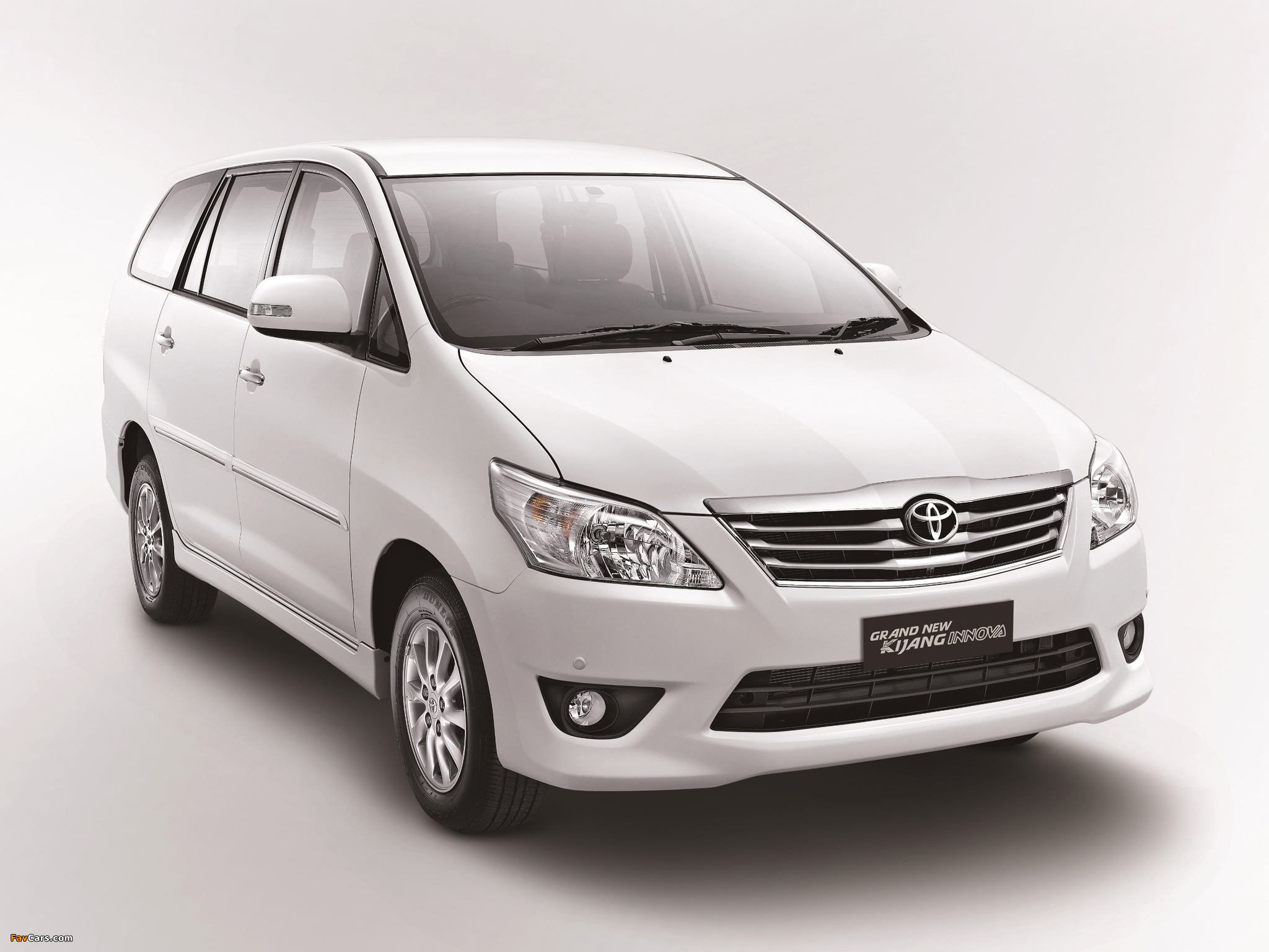 Toyota Grand New Kijang Innova 2011 Wallpapers (2048x1536