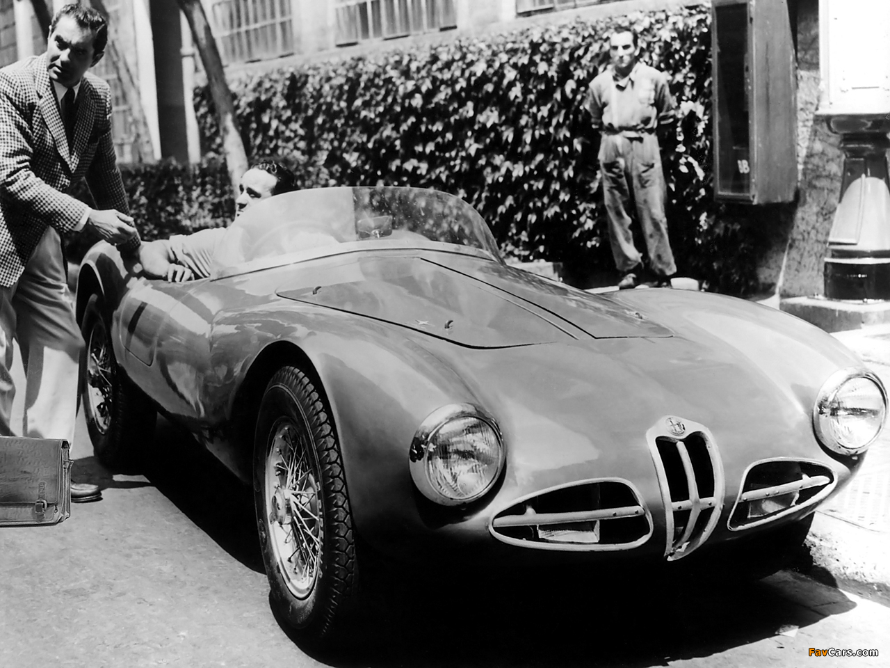Photos of Alfa Romeo 1900 C52 Disco Volante Spider Fianchi Stretti 1359 (1952) (1280 x 960)