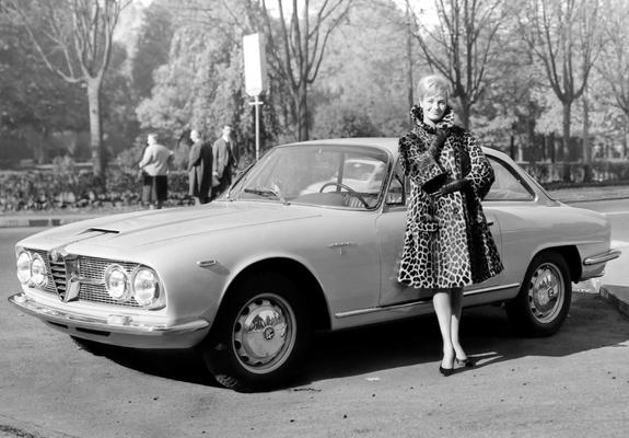Alfa Romeo 2600 Sprint 106 19621966 Pictures