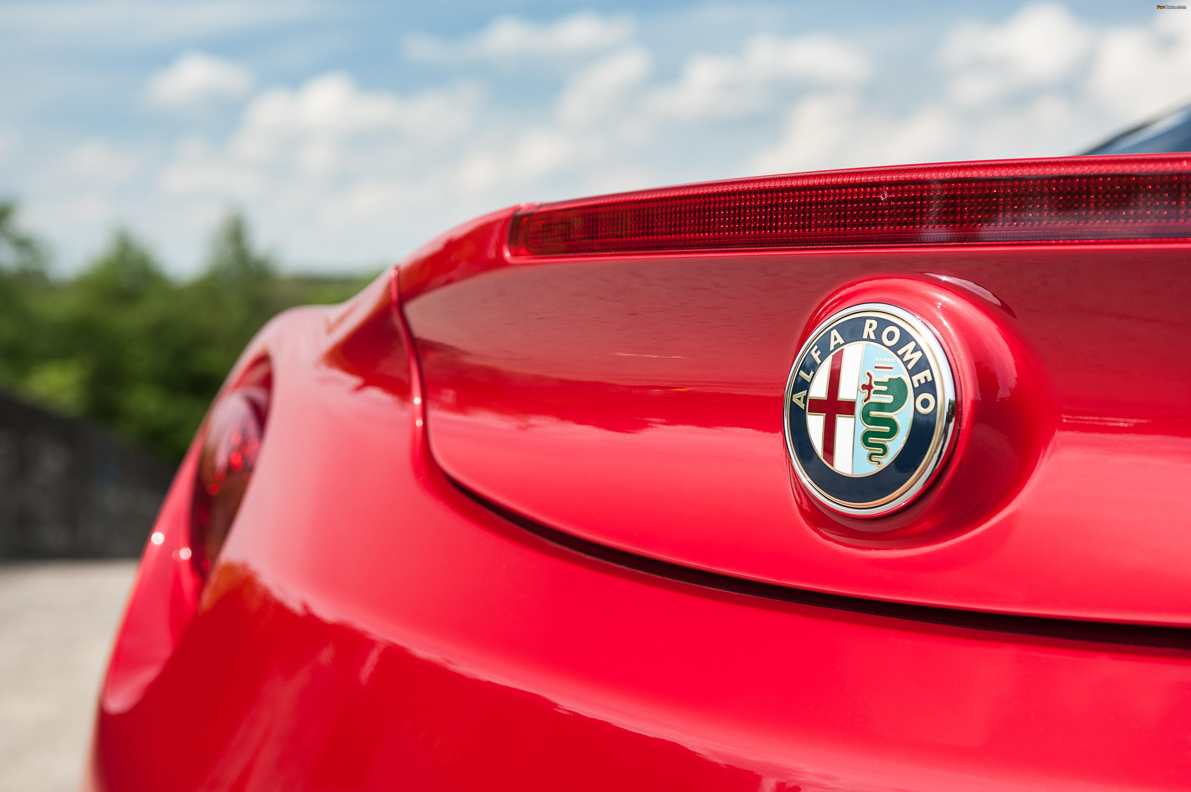 Alfa Romeo 4C UK-spec (960) 2014 pictures (4096 x 2725)