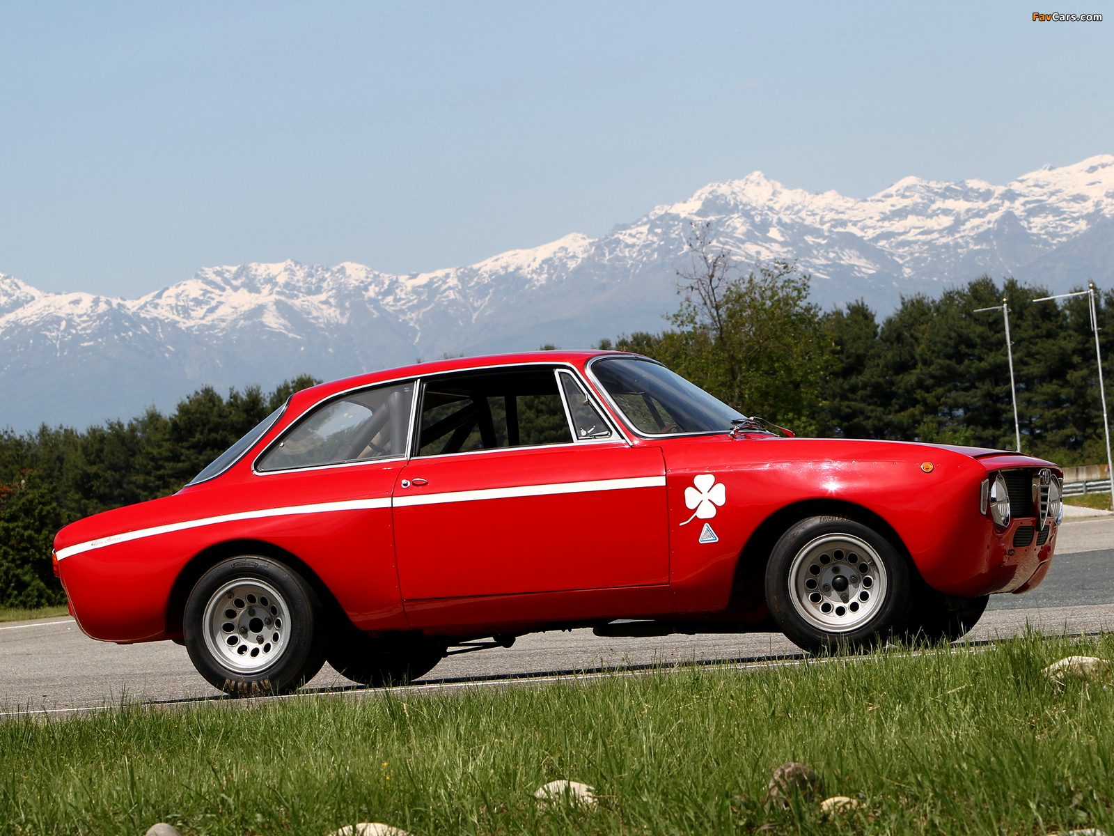 Alfa Romeo GTA 1300 Junior Corsa 105 (1968–1972) wallpapers (1600 x 1200)