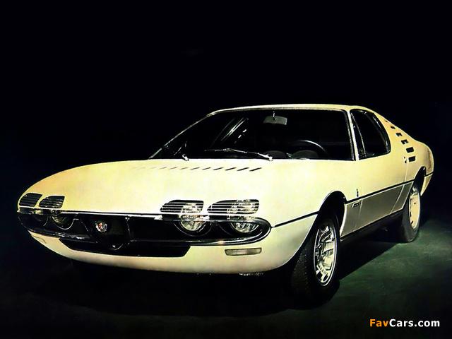 Images of Alfa Romeo Montreal Expo Prototipo 105 (1967) (640 x 480)