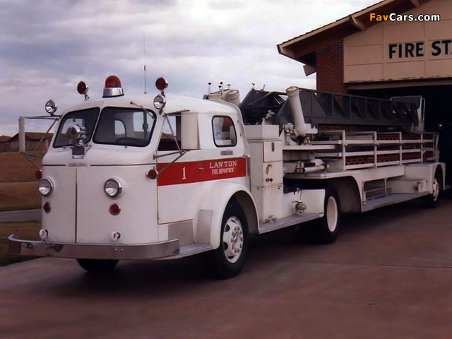 Photos of American LaFrance 700 Series Lift (1945–1959) (640 x 480)