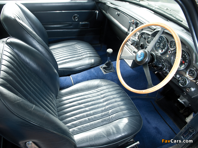 Pictures of Aston Martin DB6 Vantage UK-spec (1965–1970) (640 x 480)