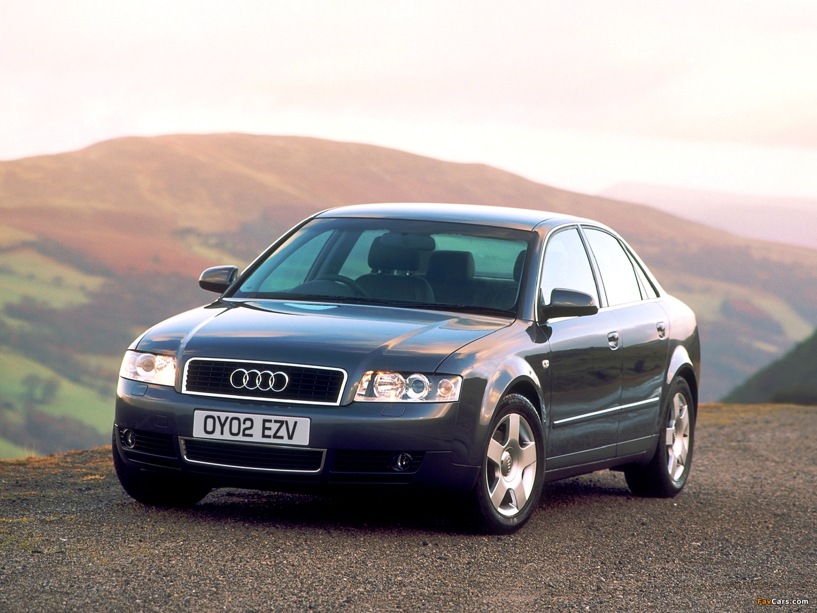 Photos of Audi A4 2.0 FSI Sedan UK-spec B6,8E (2000–2004) (1600x1200)