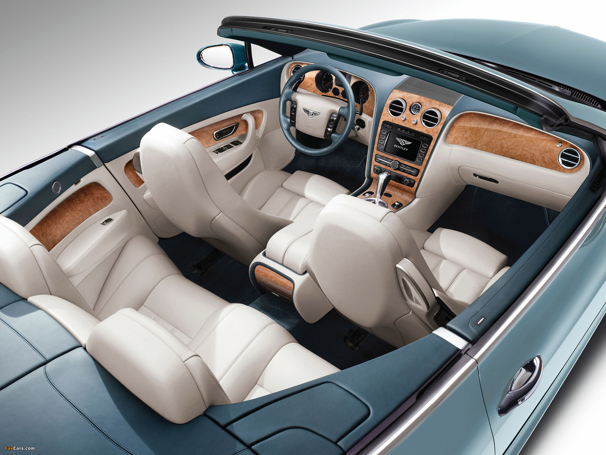 Photos of Bentley Continental GTC 2009–11 (2048 x 1536)