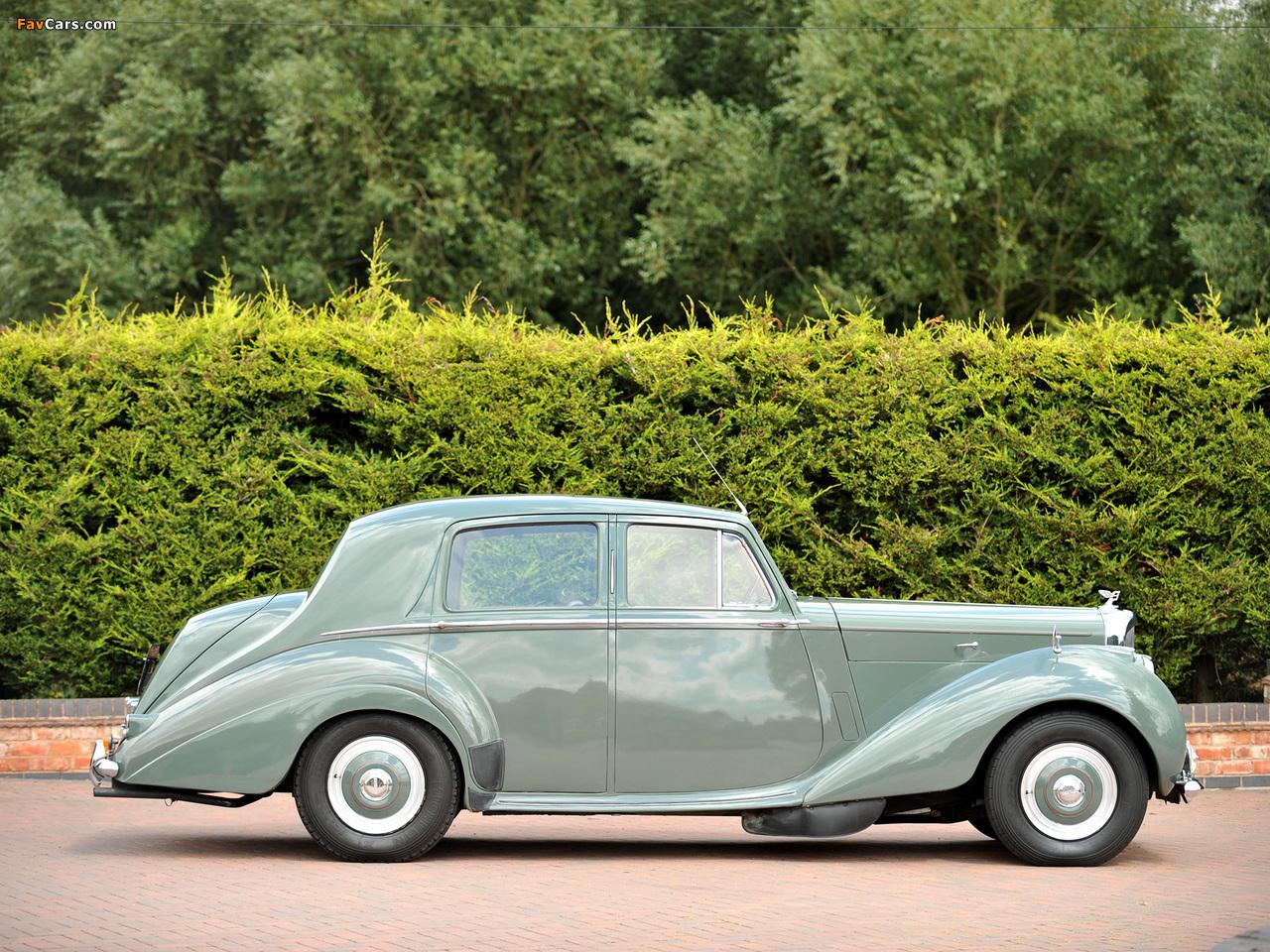 Photos of Bentley R-Type Standard Saloon 1952–55 (1280 x 960)
