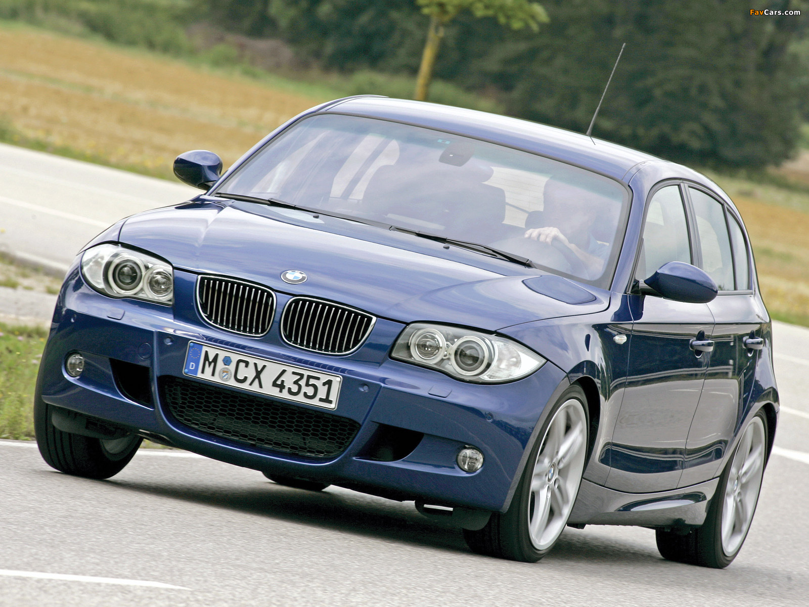 Bmw Sports Car >> Pictures of BMW 130i 5-door M Sports Package (E87) 2005 (1600x1200)