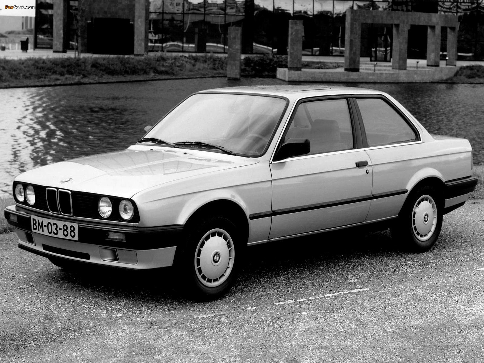 BMW 316 Coupe (E30) 1982–87 wallpapers