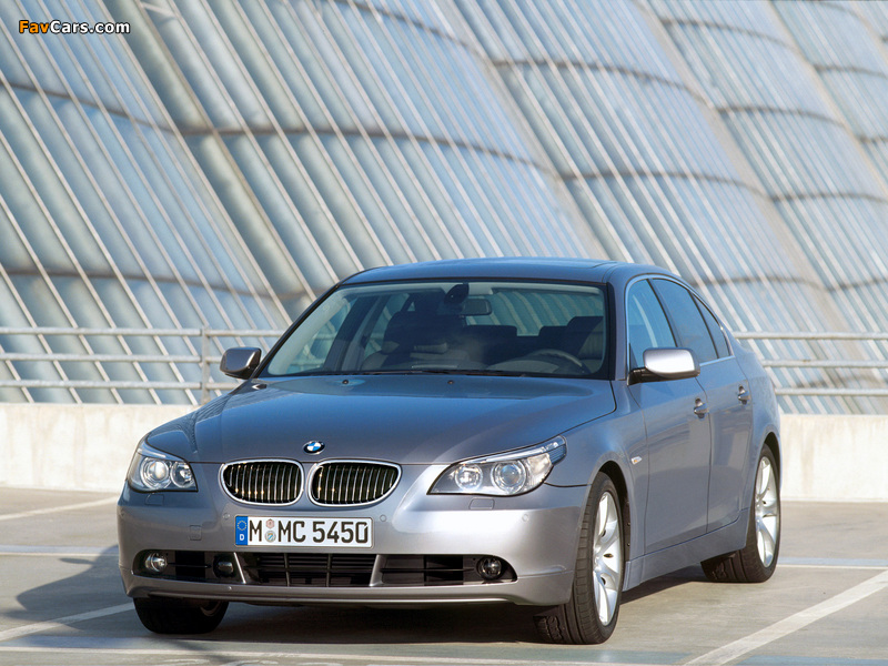 BMW 545i Sedan (E60) 2003–05 images (800 x 600)