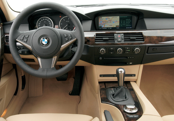 BMW 530d Touring (E61) 2004–07 pictures