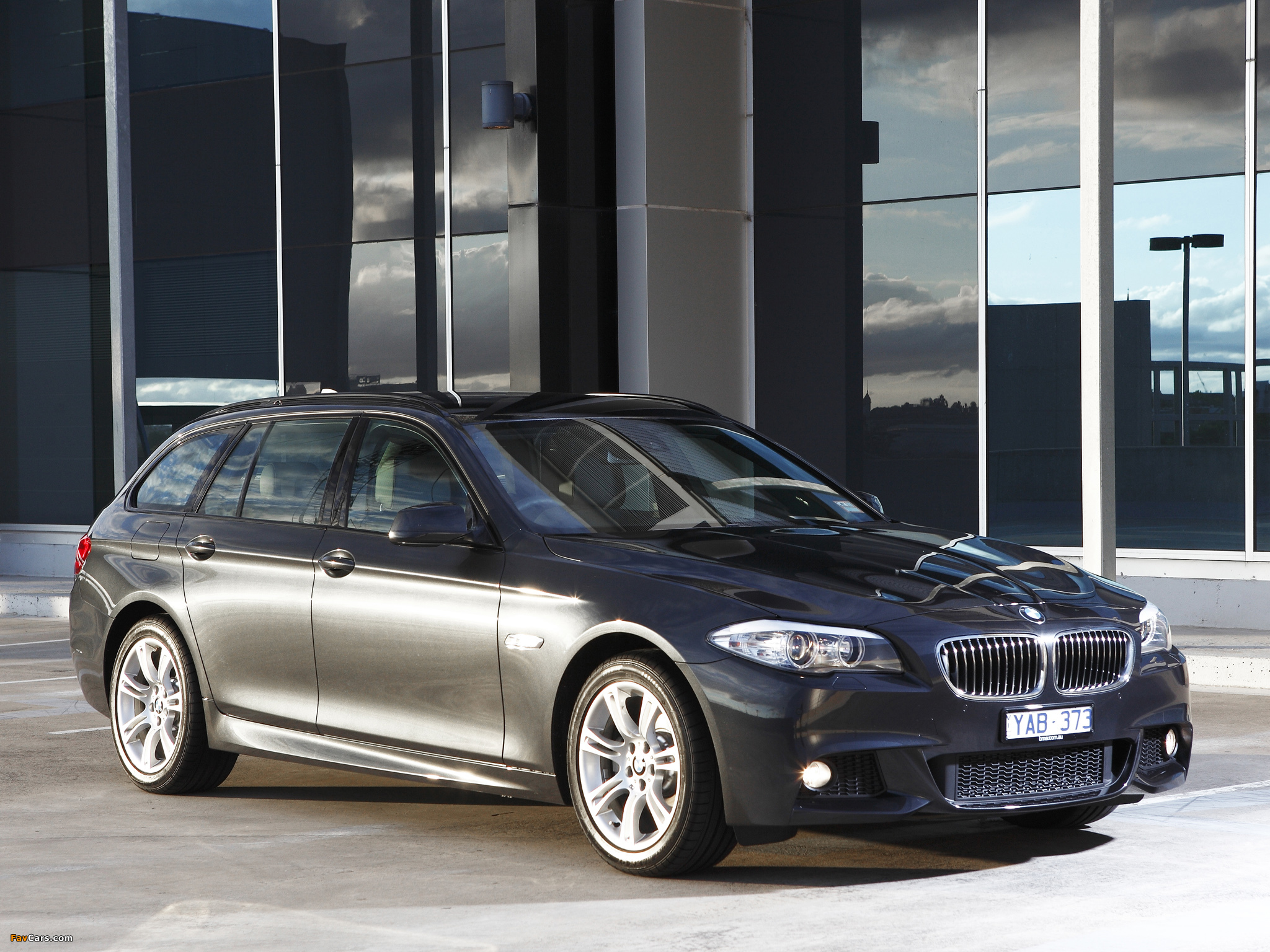 BMW 520d Touring M Sports Package AU-spec (F11) 2011 photos (2048 x 1536)