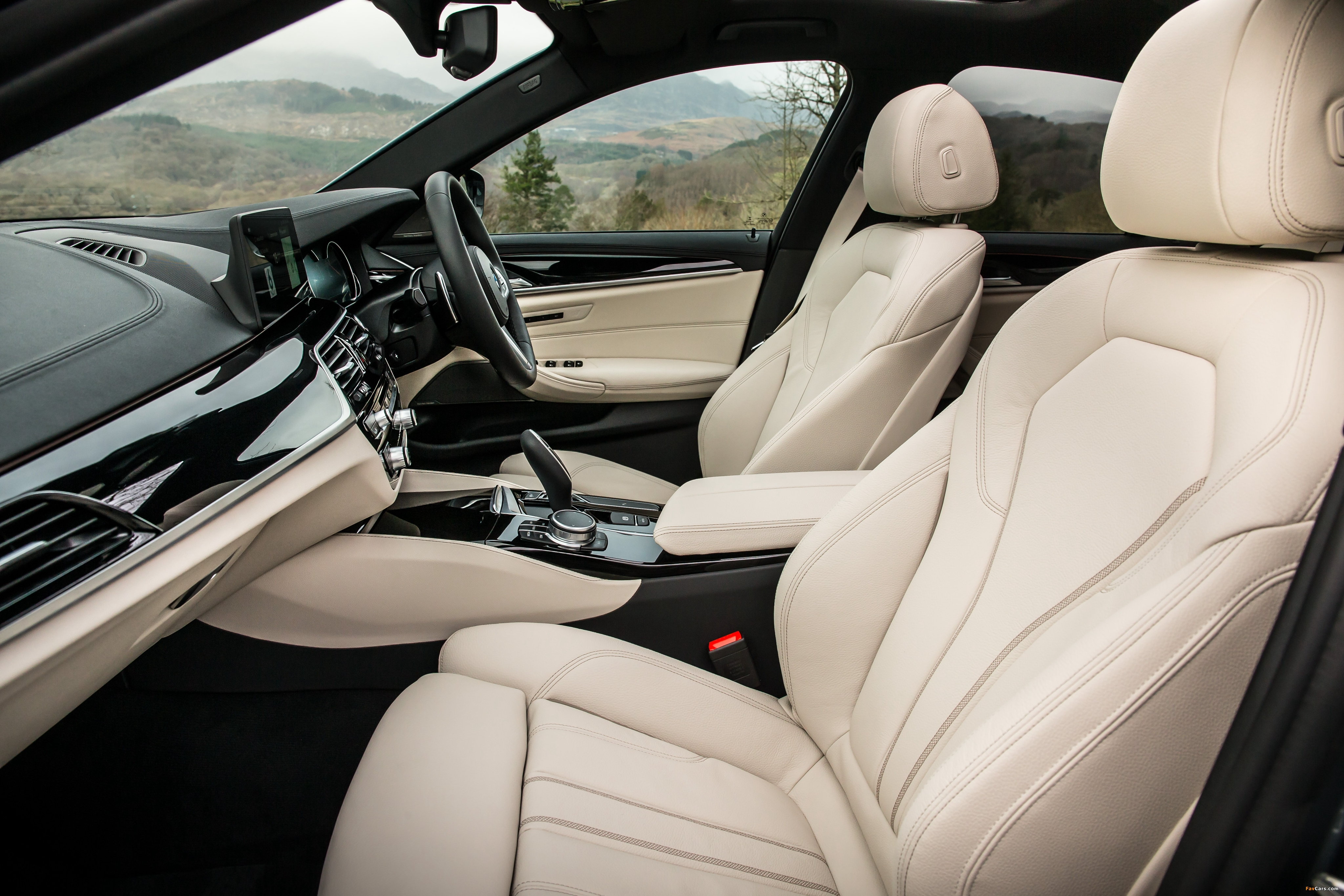 BMW 520d Sedan M Sport UK-spec (G30) 2017 wallpapers (4096 x 2731)