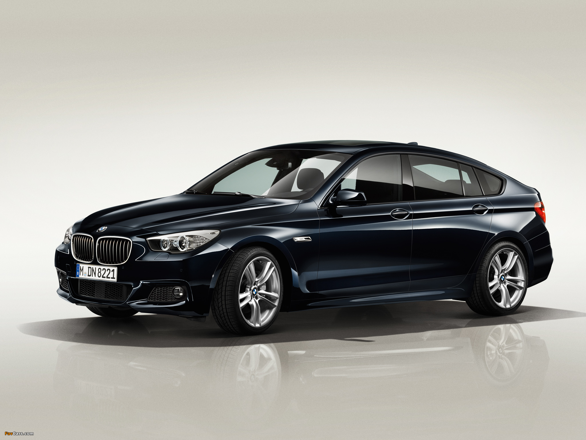 Pictures of BMW 550i Gran Turismo M Sport Package (F07) 2011–13 (2048 x 1536)