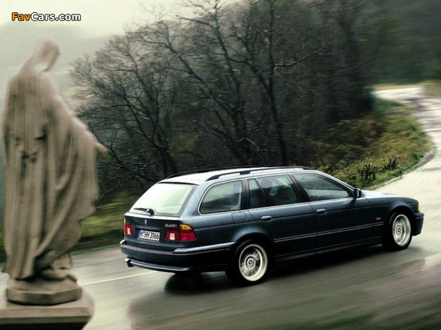 Pictures of BMW 540i Touring (E39) 1997–2004 (640 x 480)