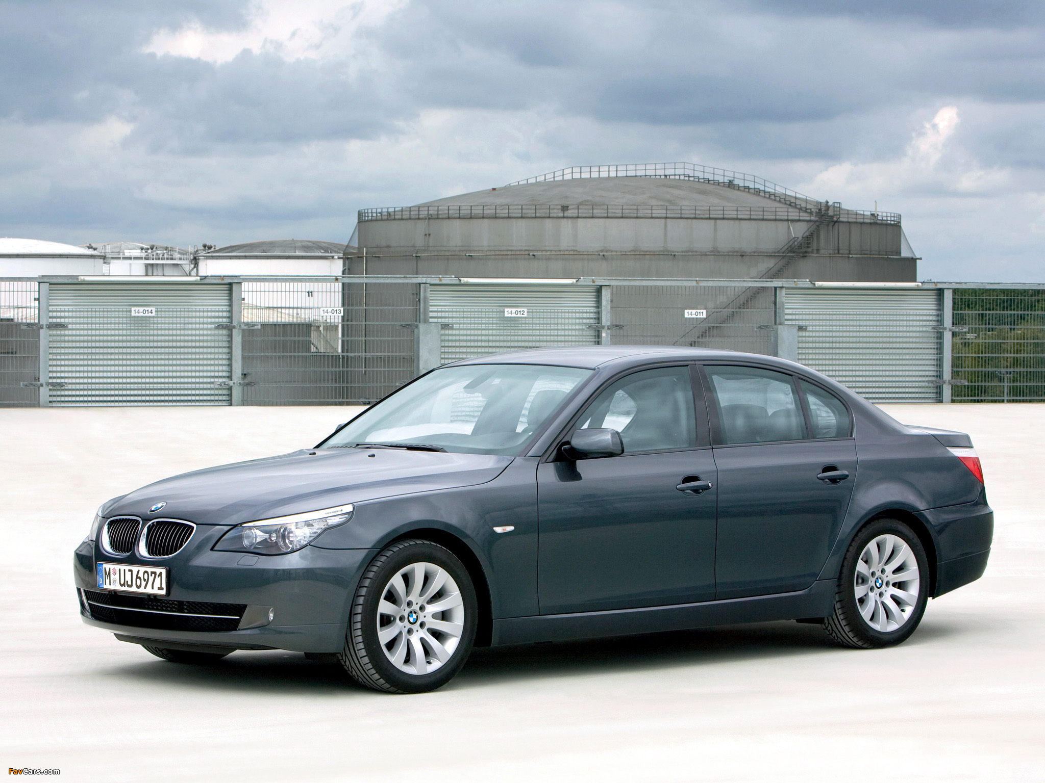 BMW 5 Series Security (E60) 2008–10 wallpapers (2048 x 1536)