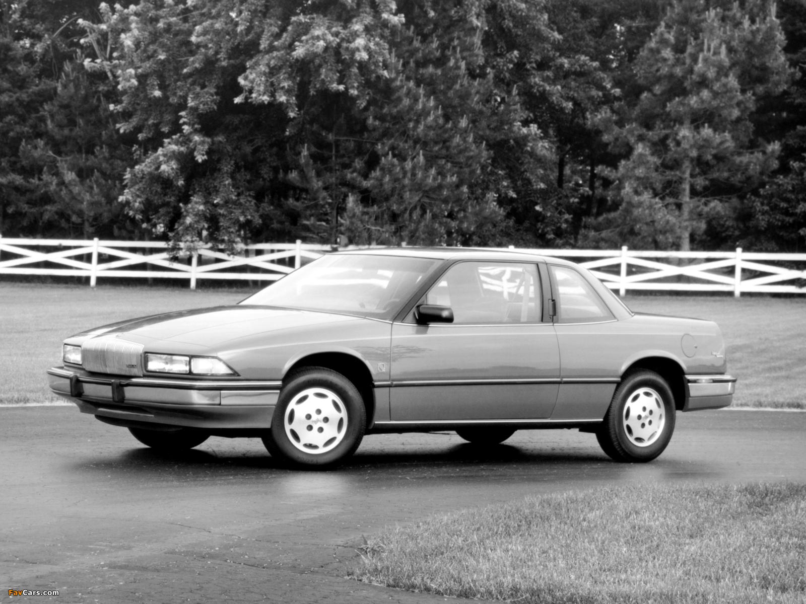 Buick Regal Coupe 1988–93 photos (1600 x 1200)