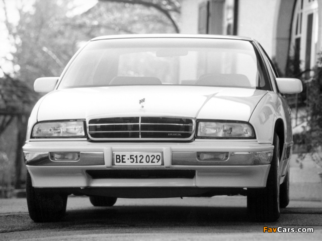 Pictures of Buick Regal Sedan 1993–95 (640 x 480)