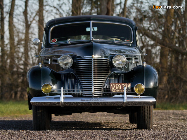 Cadillac Series 72 Formal Sedan by Fleetwood (7233-F) 1940 photos (640 x 480)
