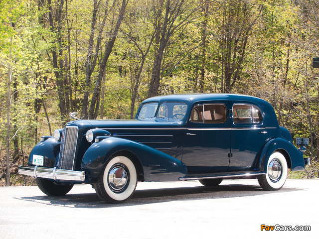 Cadillac V16 Town Sedan by Fleetwood (5733S) 1936 pictures (640 x 480)