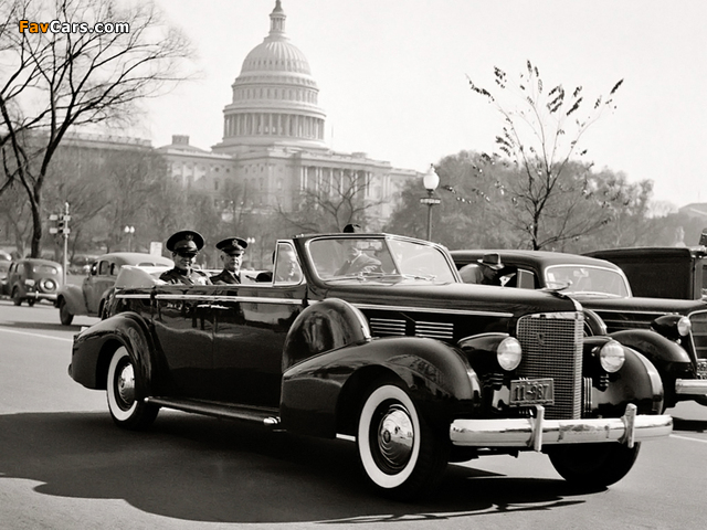 Cadillac V16 Series 90 Presidential Convertible Limousine 1938 pictures (640 x 480)