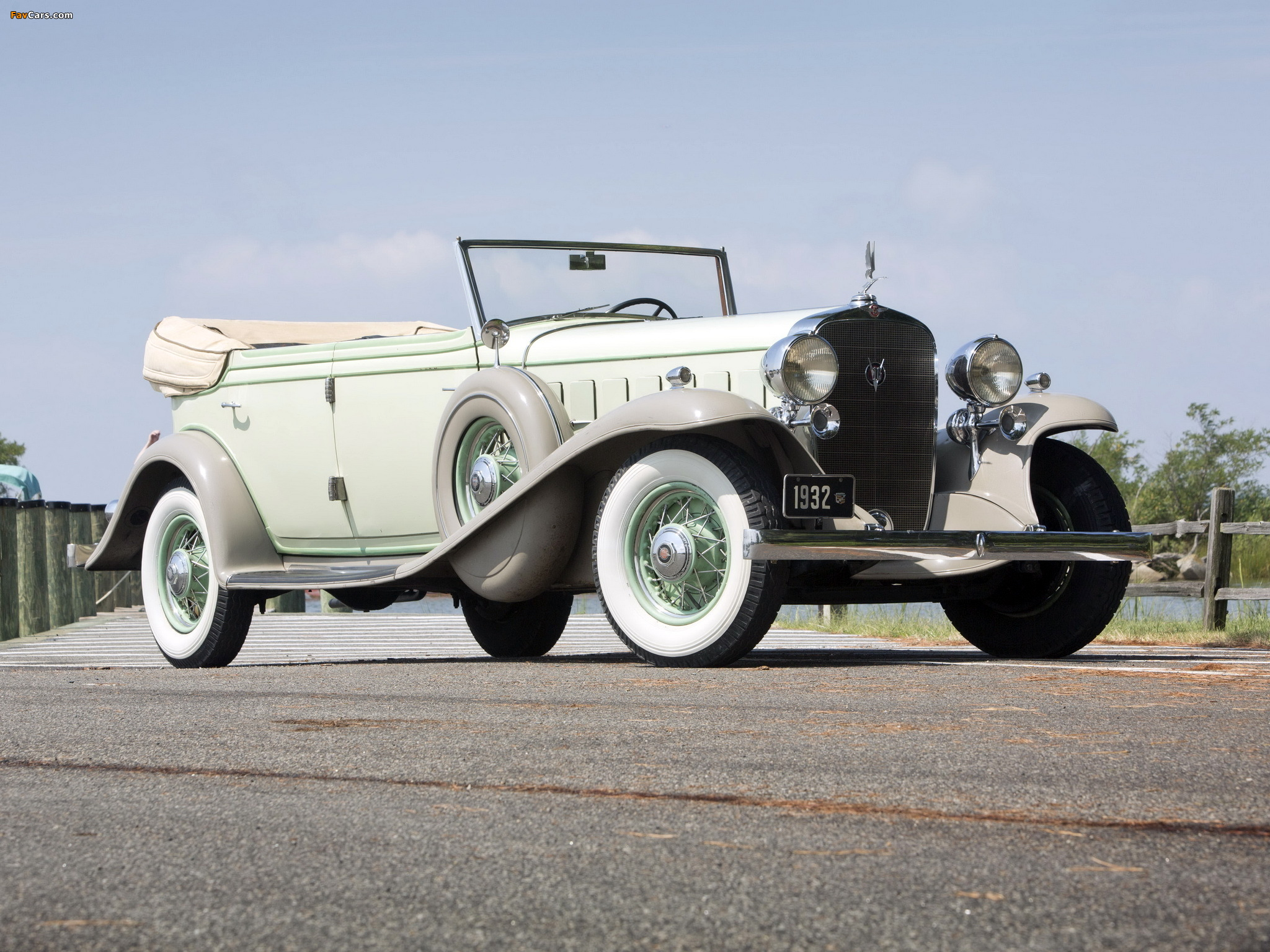 Cadillac V16 452-B All Weather Phaeton by Fisher (32-16-273) 1932 wallpapers (2048 x 1536)