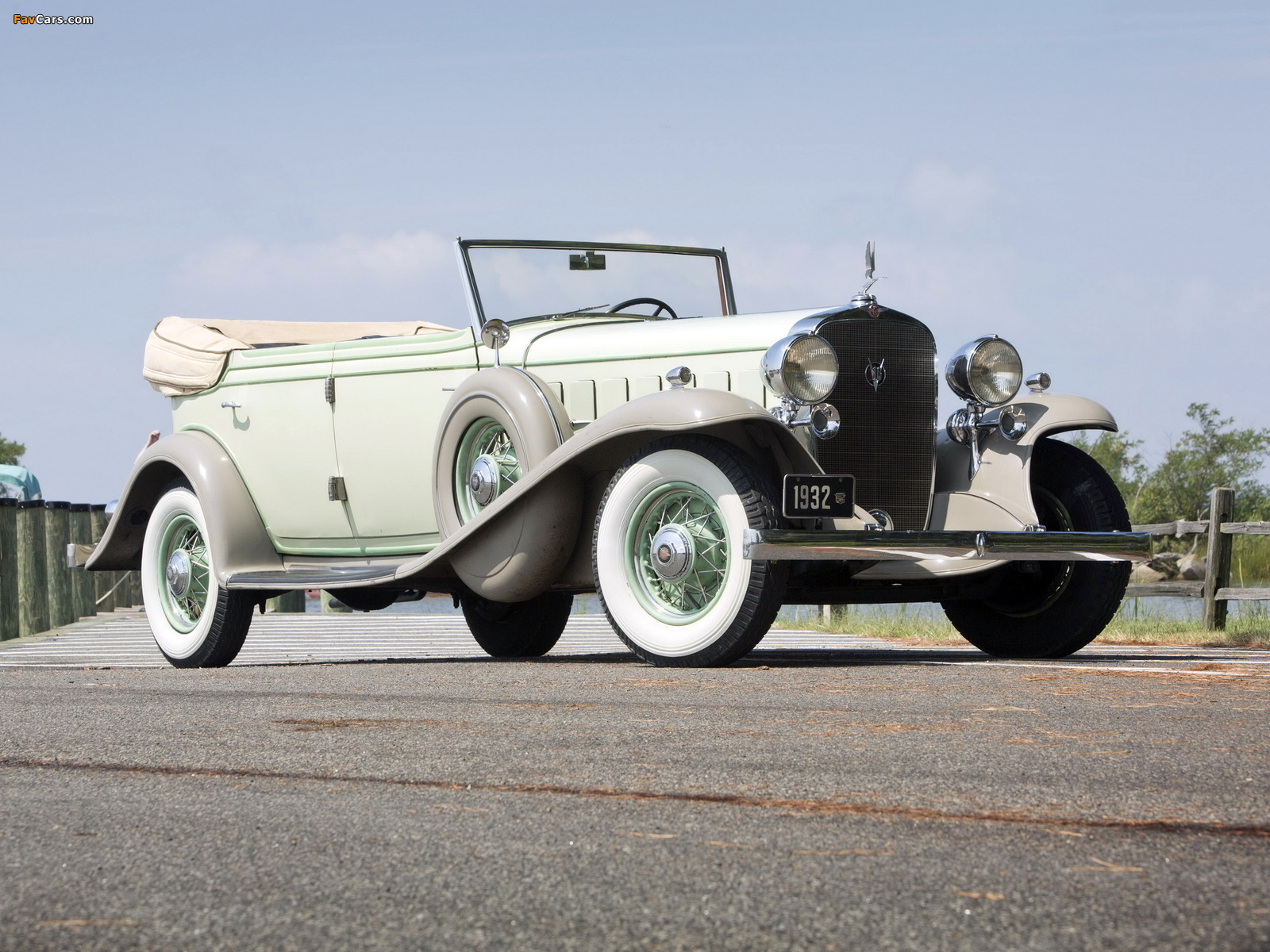 Cadillac V16 452-B All Weather Phaeton by Fisher (32-16-273) 1932 wallpapers (1600 x 1200)